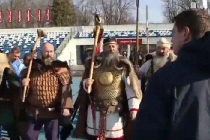Φίλοι της Poli Iasi στην Ρουμανία ντύθηκαν κατάλληλα και πήγαν να ντοπάρουν ψυχολογικά τους παίχτες τους! Αγαπάμε