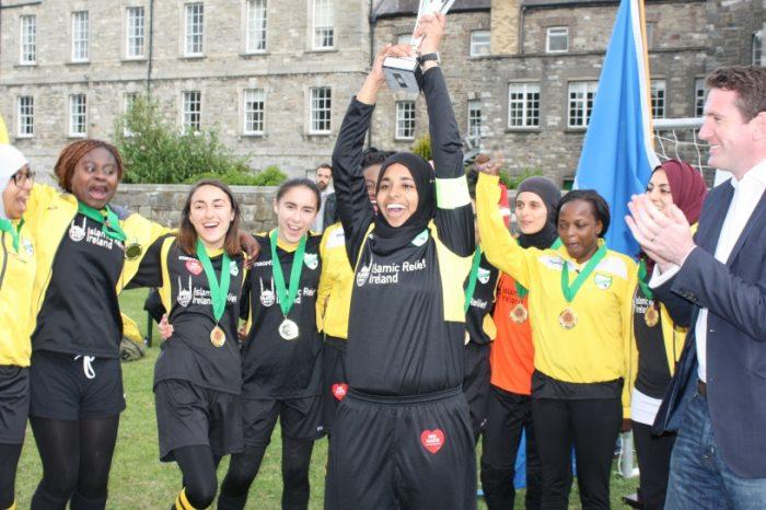 Η Ιρλανδία αγαπά τους πρόσφυγες και το ποδόσφαιρο