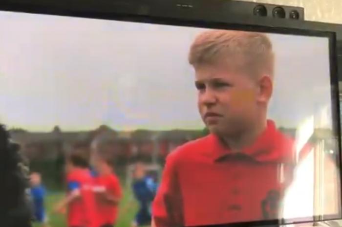 """Πιτσιρικάς """"δικάζει"""" τους παίχτες της United(video)"""