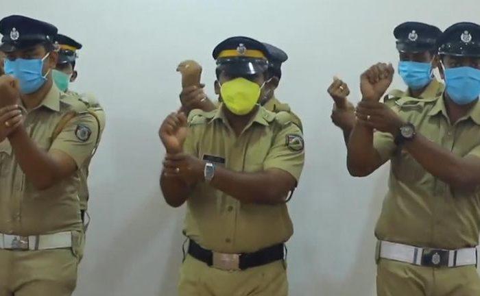 Οδηγίες πρόληψης για τον Κορωνοϊό, κατευθείαν από το Bollywood
